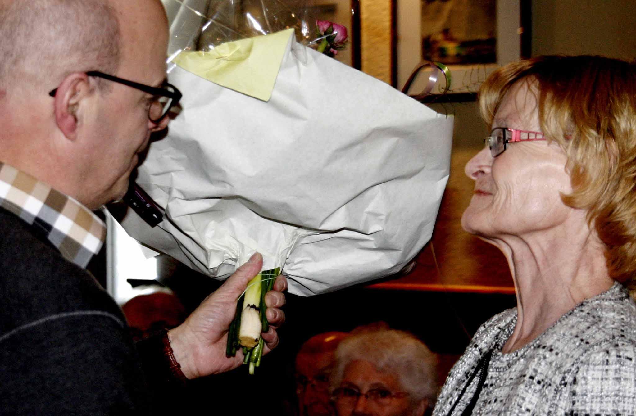 Bloemen voor zijn vrouw